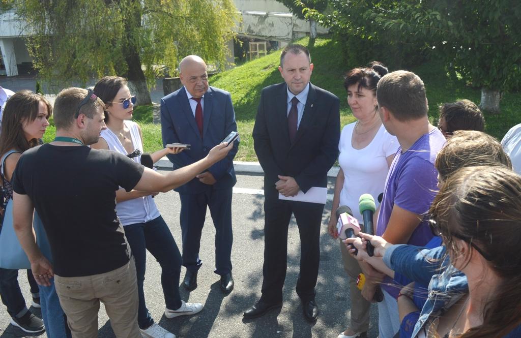Угорщина передала Закарпатській області як гуманітарну допомогу партію рідкого хлору для знезараження питної води