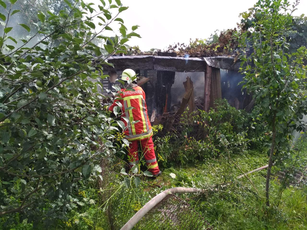 На Ужгородщині рятувальники ліквідували пожежу в надвірній споруді