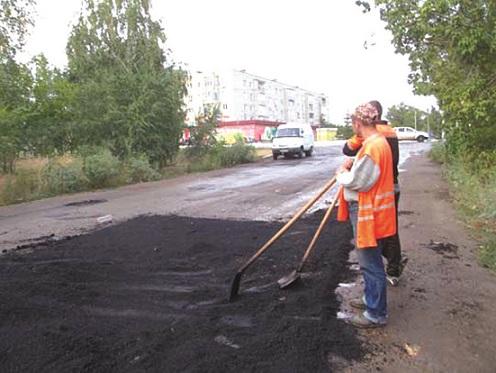 МОСКАЛЬ ПРОПОНУЄ АКТИВІСТУ особисто долучитися до розбудови дорожньої інфраструктури – з лопатою і катком
