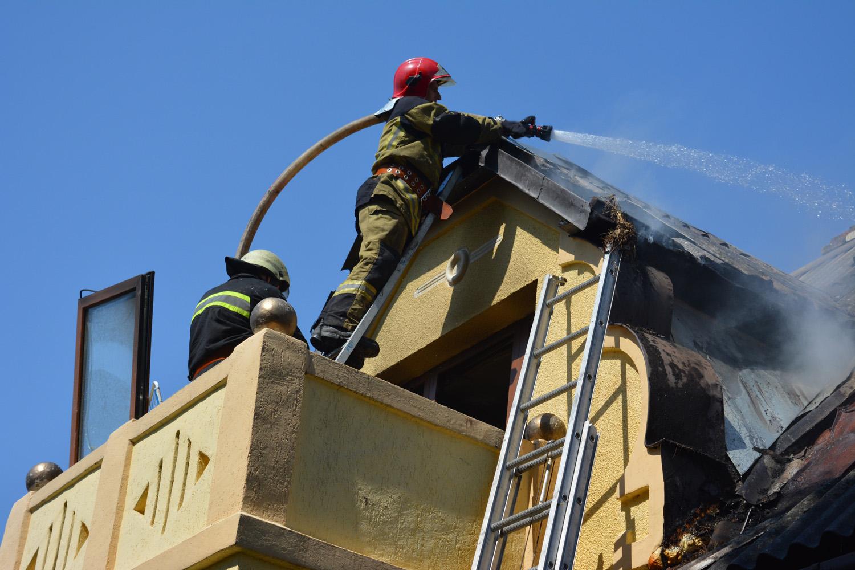 Ужгородські вогнеборці ліквідували загорання у житловому будинку