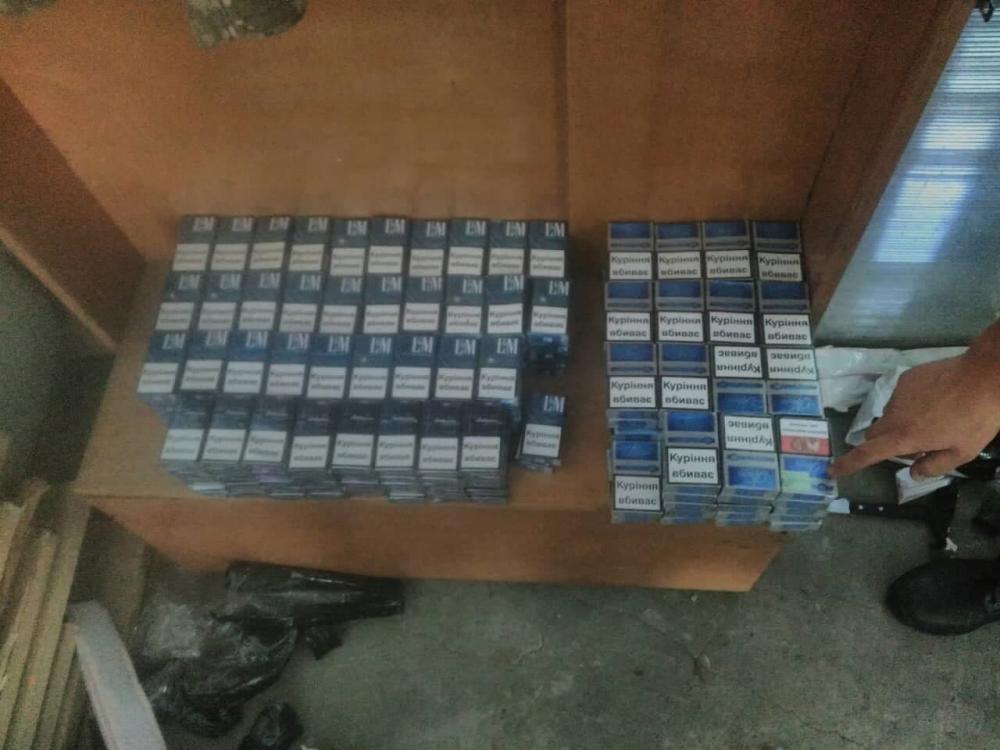 На кордоні зі Словаччиною прикордонники виявили «нафарширований» цигарками автомобіль