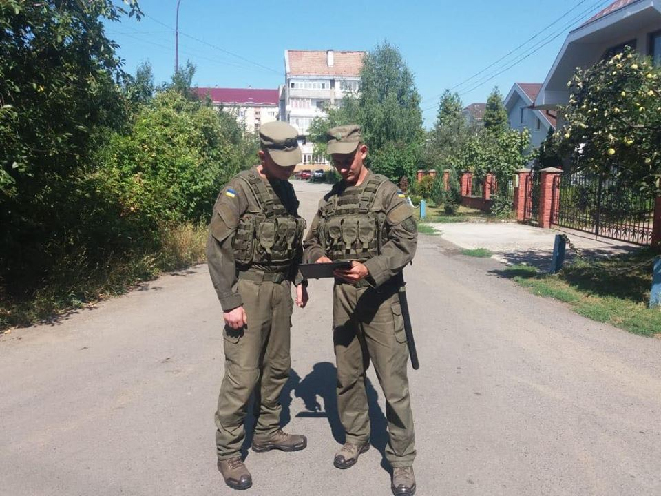 В Ужгороді гвардійці відтепер заступають на службу з планшетами