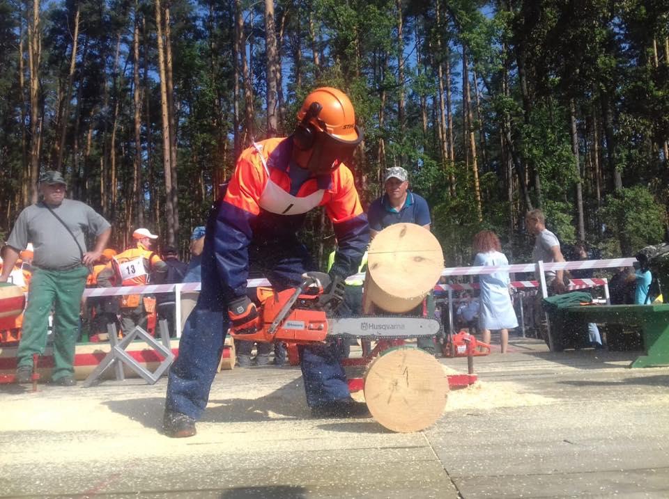 Закарпатські вальники лісу змагаються за звання найкращого лісоруба України