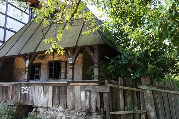 Лише три автентичні марамороські хати залишилися в Тячеві