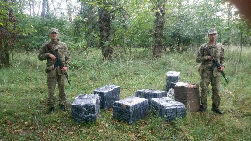 Прикордонники припинили спробу незаконного переміщення 5 тисяч пачок сигарет до Румунії