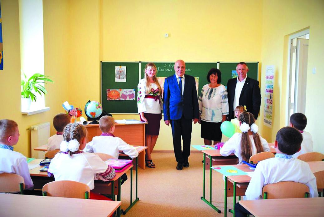 «ТРИ В ОДНОМУ» У ВИСОКОГІРНІЙ ВИШЦІ: тут відкрили новий комплекс із школою, дитсадком та амбулаторією