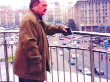 43 РОКИ НА ВАРТІ ЖІНОЧОГО ЗДОРОВ'Я стоїть Юрій Бисага
