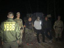 На кордоні з Румунією затримали тютюнових контрабандистів