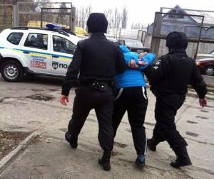 Поліцейські охорони в Ужгороді затримали крадіїв молочної продукції