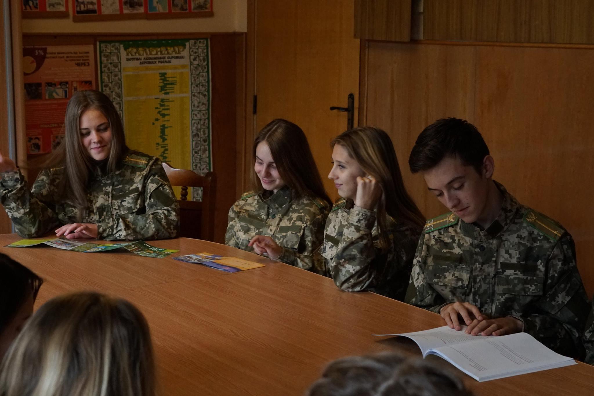 Лісівники Свалявського лісгоспу прививають любов до лісу з шкільних років