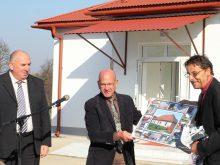 Благодійники передали Ужгородщині новозбудовану будівлю школи