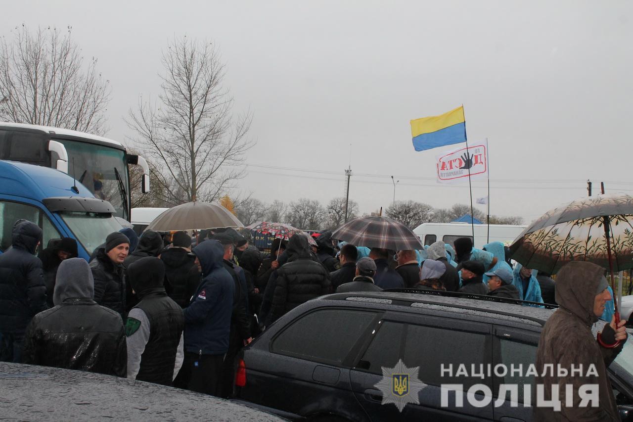 Поліція Закарпаття просить громадян повідомляти про порушення їх конституційних прав