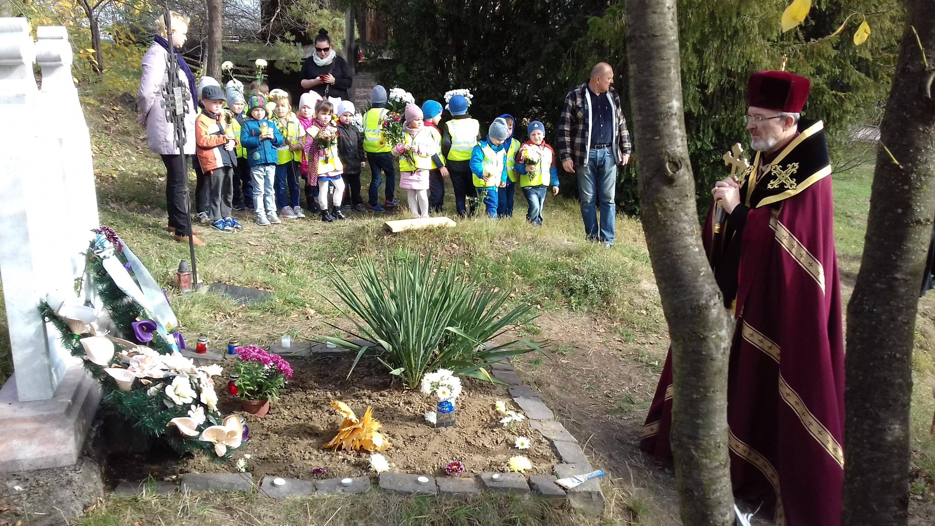 ПАМ'ЯТЬ ПОДРУЖЖЯ ВОЛОШИНИХ вшанували діти з садочка