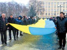 Стометровий прапор об'єднав береги Ужа на знак єдності сходу й заходу України