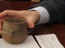 Горщик пізньої бронзової доби передали в музей закарпатські митники