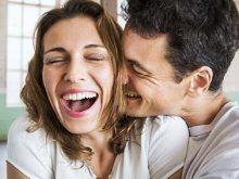 7 ознак, що чоловік закоханий у вас,  навіть якщо про це мовчить