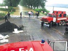 Паводок на Закарпатті зачепив  25 населених пунктів. У басейні Ужа рівень води перевищив історичний максимум, ситуацією цікавився новообраний Президент