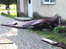 Берегівщиною пронісся буревій: постраждало кілька сіл, зокрема й об'єкти бюджетної сфери