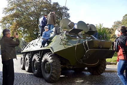 Виставкою військової техніки відзначили День захисника України