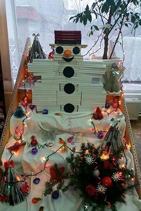 Сніговик із 160 книг (фотофакт)