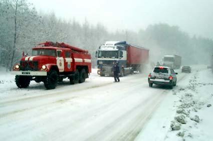 через снігопад у області перекрили рух