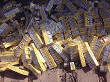 Тисячі пачок цигарок під вугіллям виявили закарпатські митники