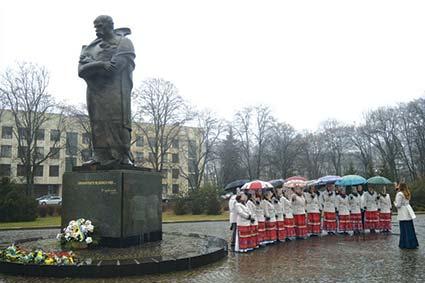 204-ту річницю Тараса Шевченка відзначали виконанням його творів і покладанням квітів